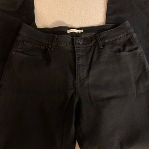 Levi's Classic Mid Rise Skinny Jean in Black